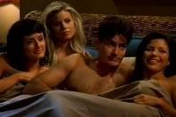 Charlie Sheen si s více ženami najednou užíval rád před kamerou i v soukromém životě.