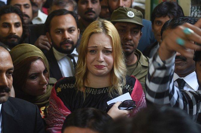Česká pašeračka nemá u pákistánského soudu zrovna nejlepší jméno a žalobce pro ni usiluje o co nejvyšší trest. Zatím ale Hlůšková stále čeká na svůj odvolací proces, který dodnes neproběhl.