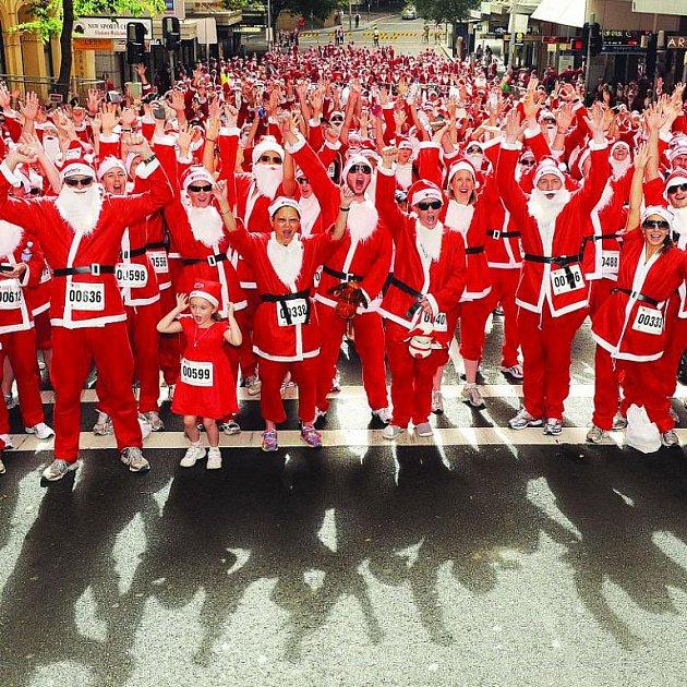 Charitativní běh Santa Clausů v Sydney