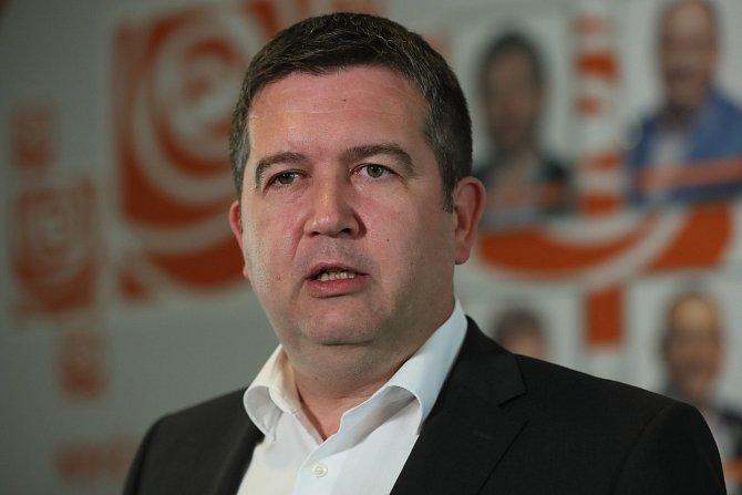 K onemocnění exprezidenta se na Twitteru vyjádřil ministr vnitra Jan Hamáček.