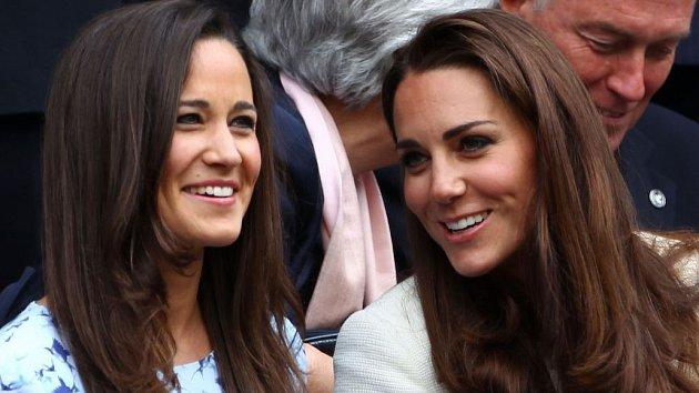 Doba, kdy si Kate (vpravo) a Pippa špitaly důvěrnosti, je nejspíš pryč.