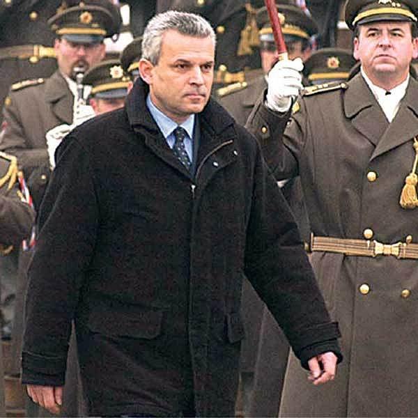 K obrovským podvodům na ministerstvu obrany docházelo v době, kdy armádní resort vedl Karel Kühnl.
