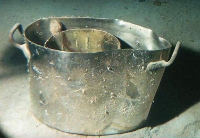 Některé nádobí vydrželo roky.