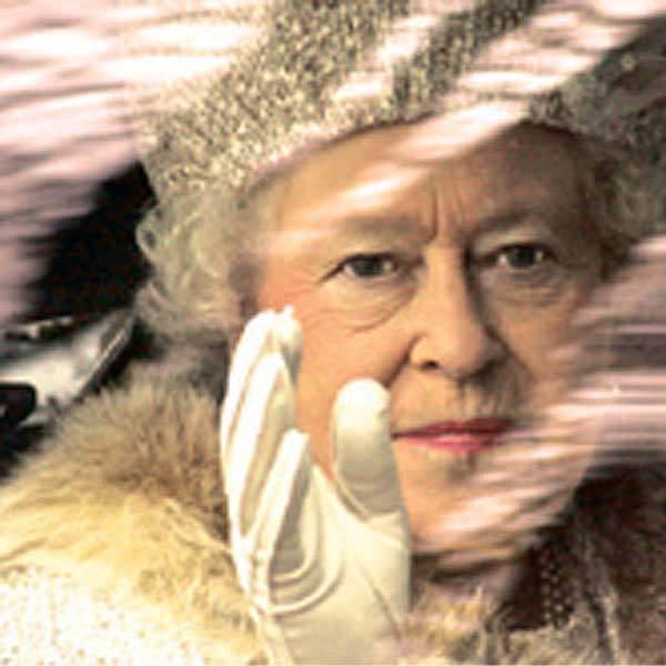 Britská královna Alžběta II. se sdvoudenní návštěvou Slovenska rozloučila ve Vysokých Tatrách.