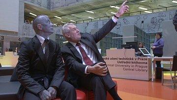 Podívej, Vladimíre, tamhle letí modrý pták. Nesestřelíme ho?
