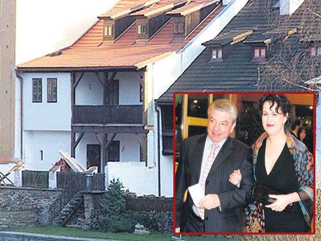 Vladimír Železný a jeho žena Kony se mohou stěhovat.