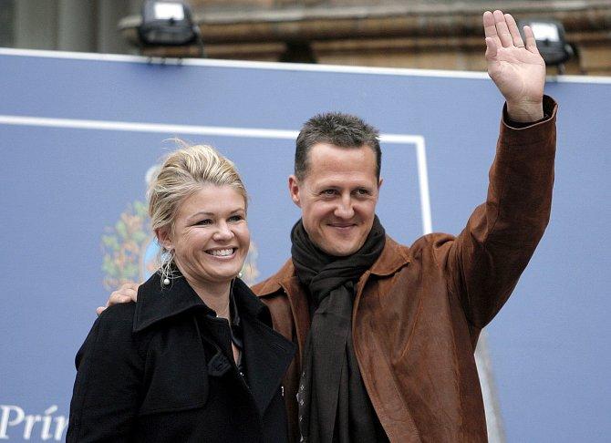 A aby toho nebylo málo, přebrala jeho ohromné bohatství a rozhazuje peníze za luxus, jako by manžela už dávno odepsala!Michael Schumacher, sedminásobný světový šampión a mnohonásobný rekordman, se ještě před pěti lety těšil dobrému zdraví.