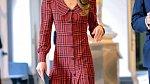 Řada modelů z aktuálních kolekcí různých módních značek se velmi podobá těm, které kdysi nosila Lady D.