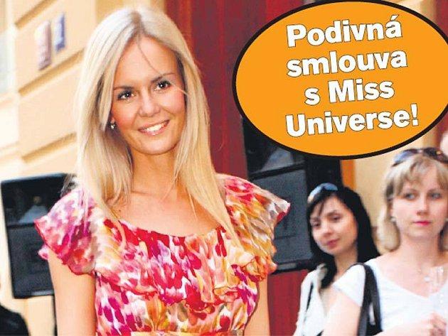 Lucie Hadašová ve čtvrtek předváděla na módní přehlídce Marella. Když má čas na přehlídku, proč by nemohla zvládnout i charitu...