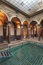 Některé bazény díky sloupům připomínají období antiky.