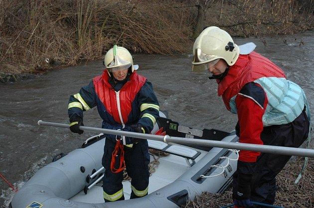 Prohledání řeky bylo bohužel také neúspěšné.