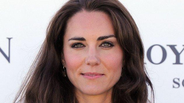 Kate Middleton poutá pozornost všude, kam se vrtne.