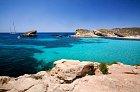 Modrá laguna u ostrůvku Comino je kouzelná.