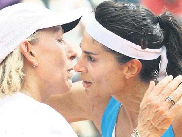Mlask. Vexhibičních zápasech se ksobě tenistky chovají hezky.