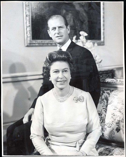 Seznámili se v roce 1934 na svatbě princezny Marie řecké a dánské a vévody z Kentu prince George.