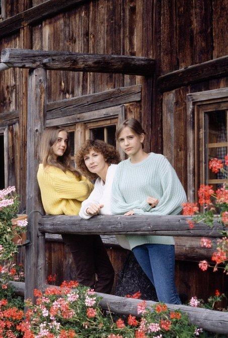 Teenagerka Eva Green (vpravo) smatkou asestrou