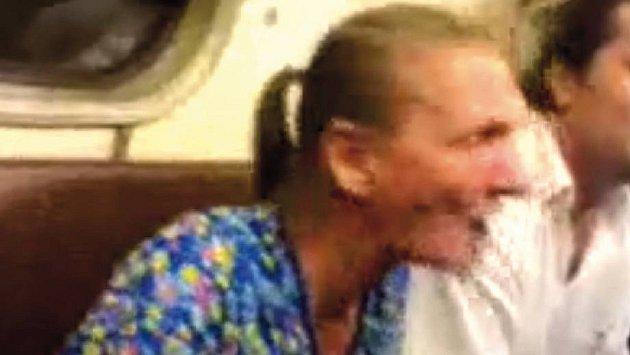 Další šílená žena v metru...