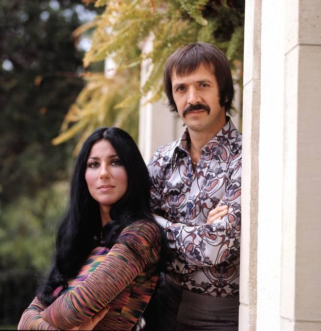 23 let: Sonny Bono ji dostal navýsluní astal se jejím manželem.