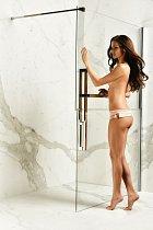 Andrea otevírá sprchu jako žádná jiná.