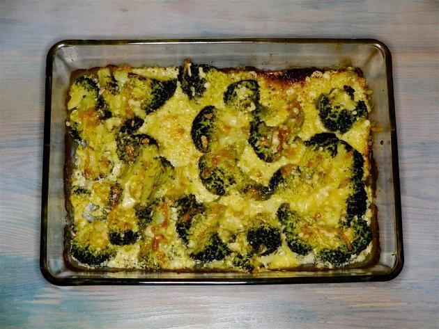 Hotová gratinovaná brokolice po zapečení.
