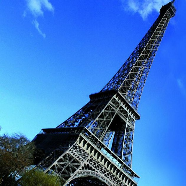 Proslulá Eiffelovka, jedna z mnoha dominant Paříže