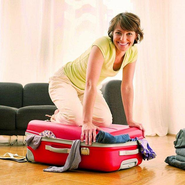 Zavíráte kufr také tímto způsobem?