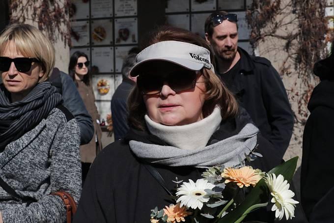 Libuška Šafránková (57) se po vyléčení z těžké nemoci začíná ukazovat na veřejnosti. Její kroky jsou ale občas trochu zvláštní. Šíp ji přistihl ve chvíli, když šla od kadeřníka a v centru Prahy si prohlížela obsah jedné z popelnic.