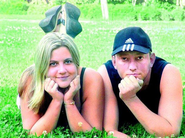 Mladá žena se svým bývalým partnerem Davidem, který proti ní zosnoval brutální útok.