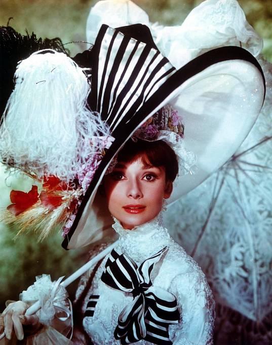 Kvůli roli v muzikálu My Fair Lady (1964) trénovala zpěv. Marně.