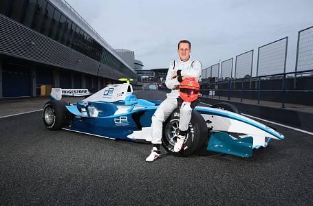 Nezbývá než doufat, že se jednou dočkáme doby, kdy Schumacher skutečně začne chodit.