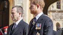 Princ Harry přiletěl na pohřeb svého dědečka bez Meghan.