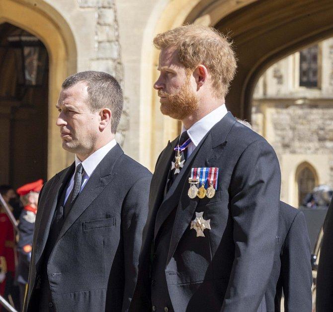Princ Harry dorazil na pohřeb svého dědečka bez Meghan.