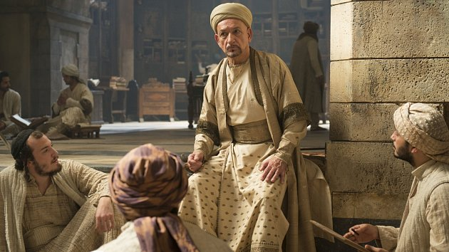Ben Kingsley se ve filmu Ranhojič představil jako slavný učenec Avicena.