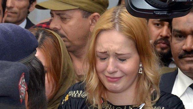 Českou rodačku chytili v roce 2018 na letišti s bezmála devíti kilogramy heroinu v kufru.