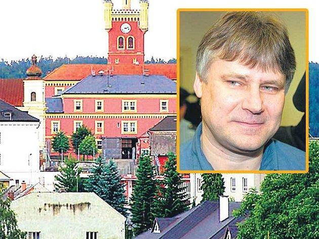 Z venku vypadá nejtěžší česká věznice Mírov jako malebný zámeček. Ale že uvnitř nepanují idylické podmínky, se teď přesvědčil Jiří Kajínek.