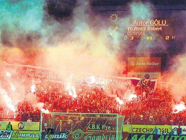 Takhle to vypadalo na ostravských Bazalech pět minut před koncem zápasu s Mostem, kdy fanoušky Baníku rozjásal gólem Robert Zeher.