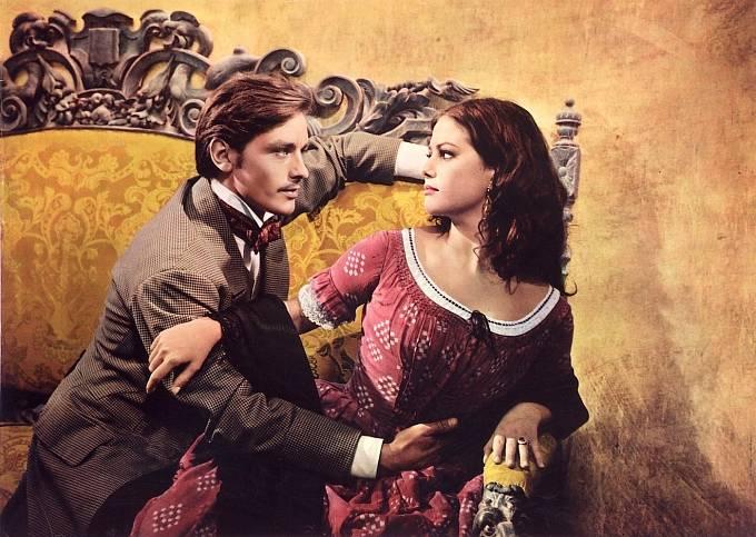 Ve filmu Gepard si zahrála s Alanem Delonem.