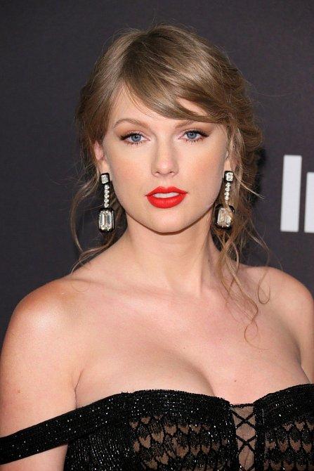 Taylor Swift má na svém kontě hned několik singlů, díky kterým si podmanila celý svět.