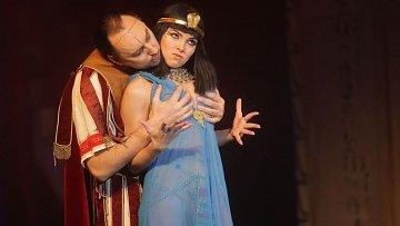 Marian Vojtko má dohodu se všemi Kleopatrami, že jim může osahávat poprsí.