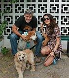 Když Max v roce 2012 zemřel, pořídil si s manželkou pejsky.