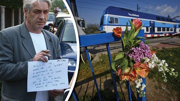 Josef Rychtář s dopisem od své zesnulé ženy. Na místě tragédie se začaly objevovat květiny.