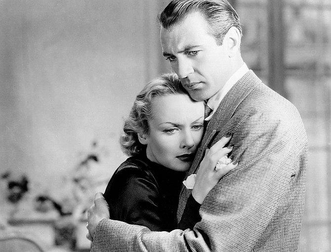 Gary Cooper byl jejím oblíbencem. Zahrála si sním třeba vesnímku Nyní anavždy (1934).