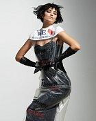 Šaty z igelitu od Moschina