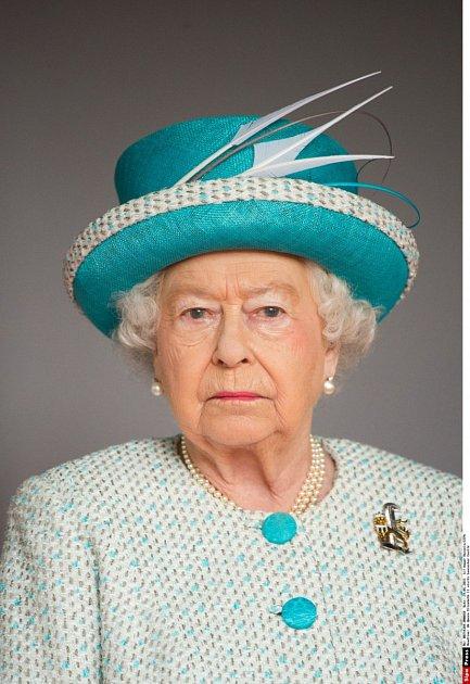 Královna Alžběta II. si může připsat další významný milník ve svém životě. Po boku své lásky prince Philipa je už 70let.