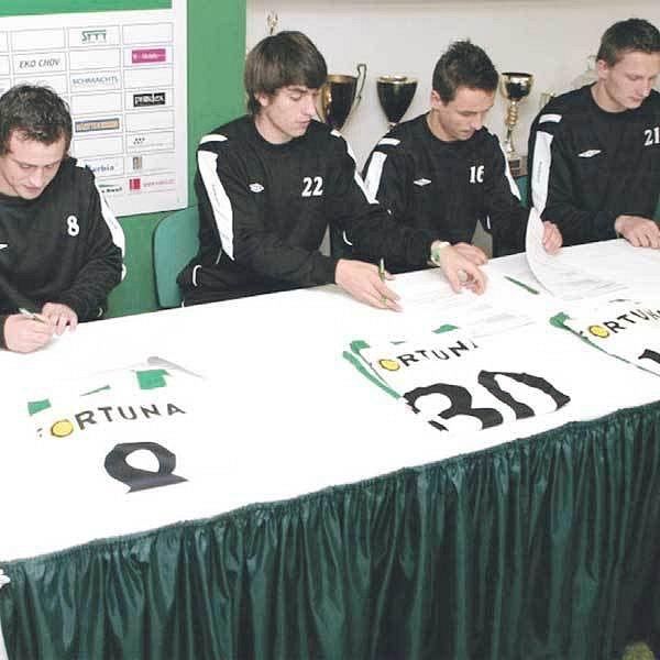 Mladí klokani se upsali klubu až do roku 2011.