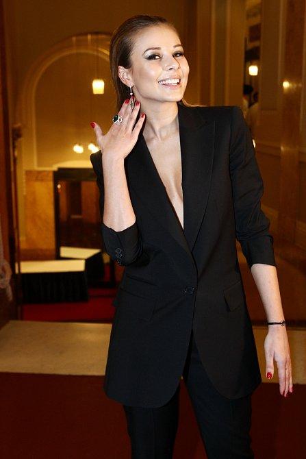Takhle se Monika Bágárová předvedla na plese.
