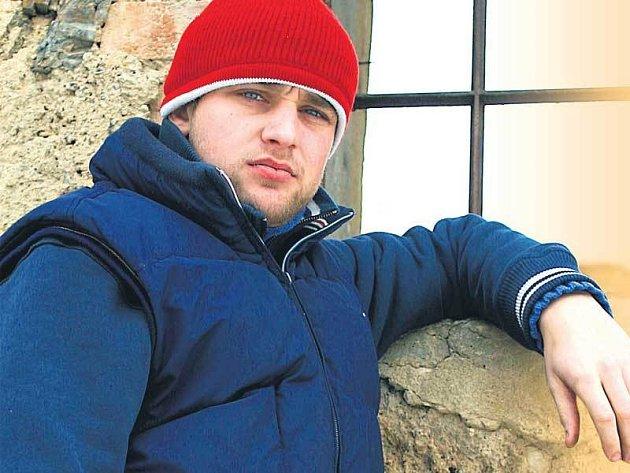 Štěpán Karbulka, zpěvák kapely Divokej Bill, se momentálně musí obejít bez sexu.