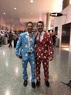 To se takhle na letišti potkali dva úplně cizí fanoušci Vánoc.