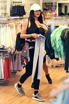 Kylie Jenner na nákupech.