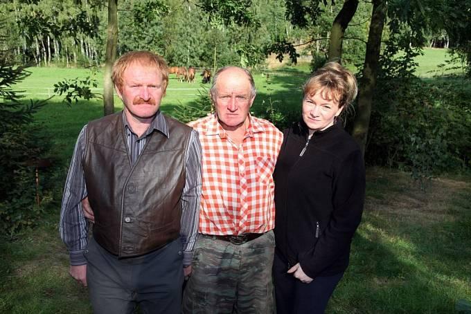 Jan se svým otcem a sestrou Janou, která má velký podíl na očištění jeho jména.